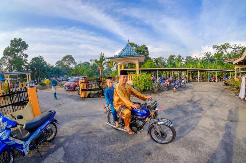 celebrating eid around the world malaysia