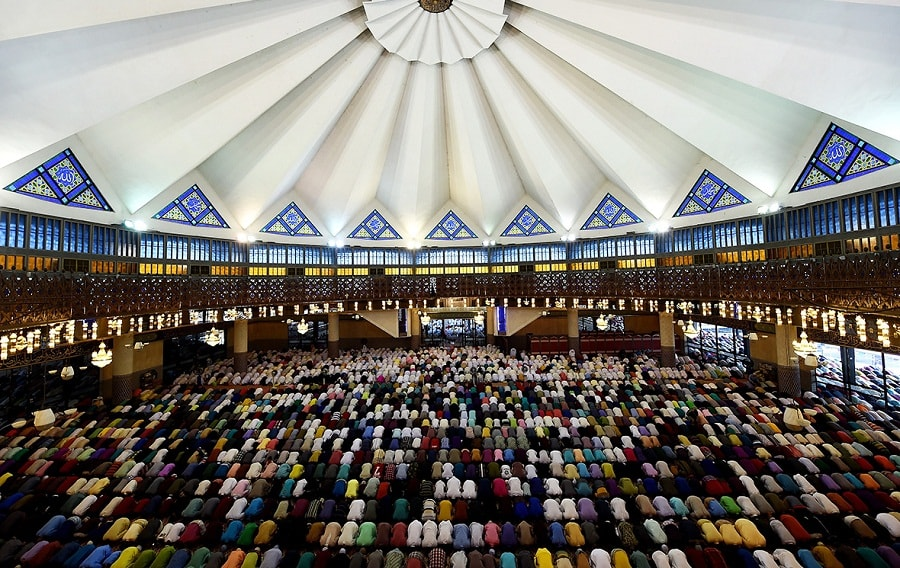 Malaysians celebrating eid in national mosque
