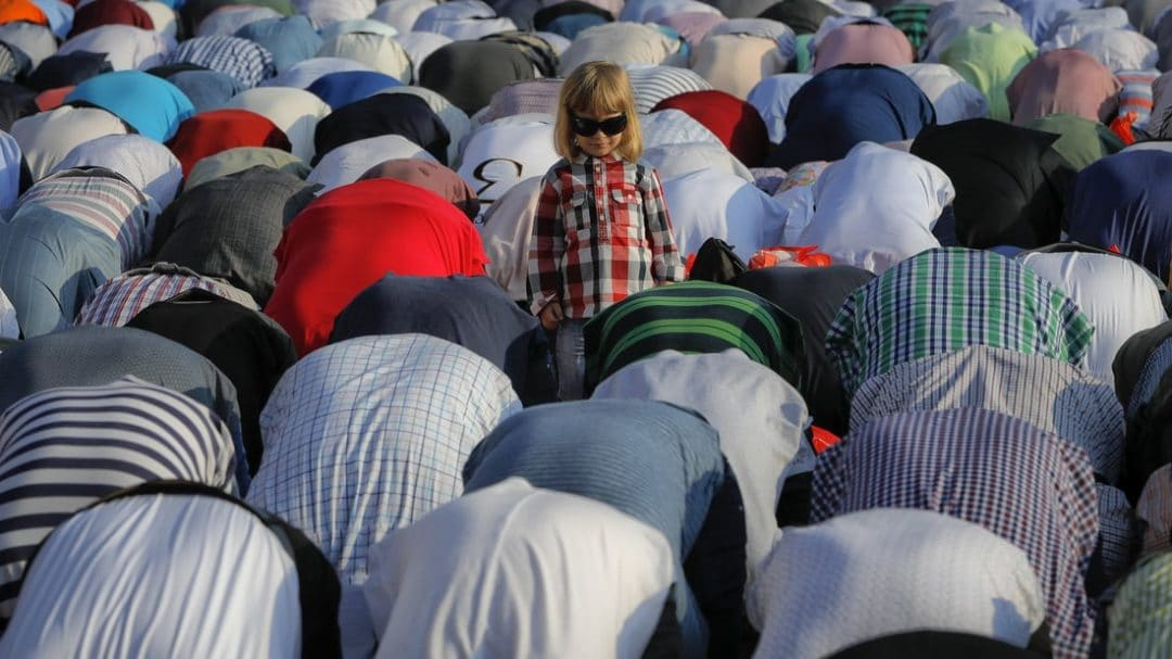Muslims in romania celebrating eid ul fitr
