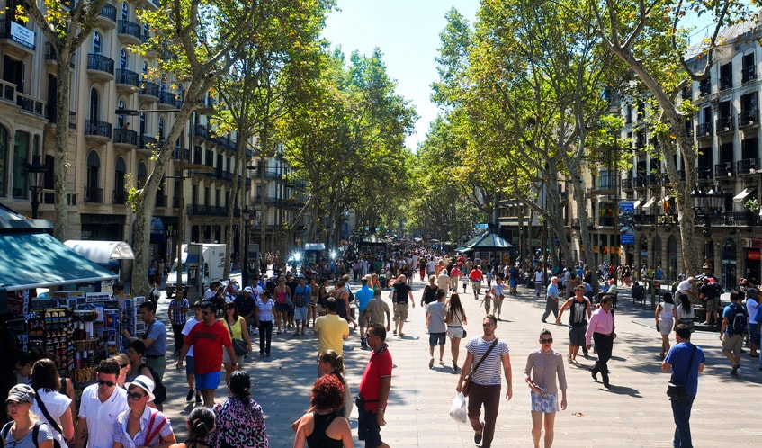 muslim friendly destinations for summers - la rambla street barcelona
