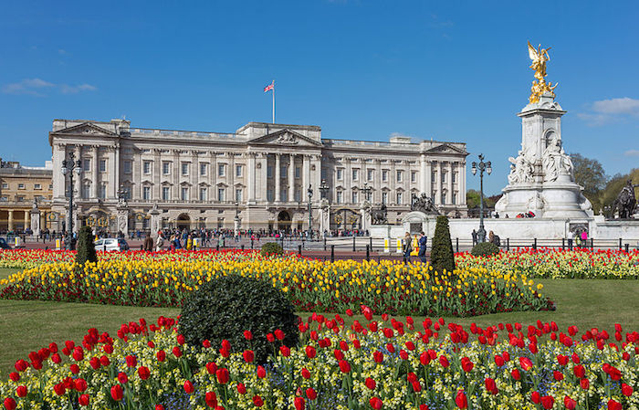 Top muslim friendly places in london buckingham palace